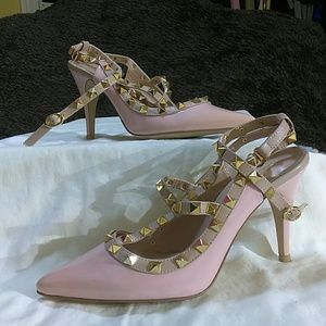 Soul sentiments Pink shoe with gold studded heel